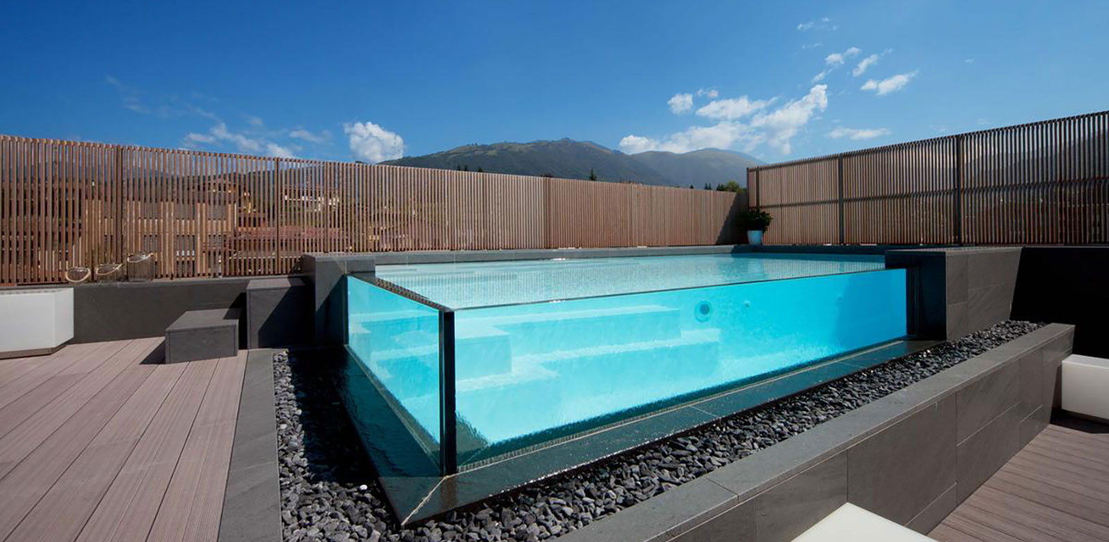 Piscine bordo sfioro crystal piscine dess for Piscina sfioro